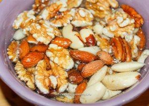 Eingeweichte Nüsse für Granola