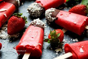Rezept für veganes Erdbeereis am Stiel mit Minze