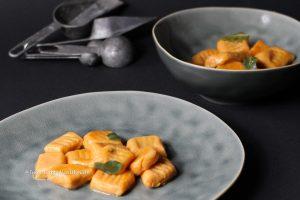 Rezept für vegetarische, glutenfreie Süßkartoffel Gnocchi mit Salbeibutter