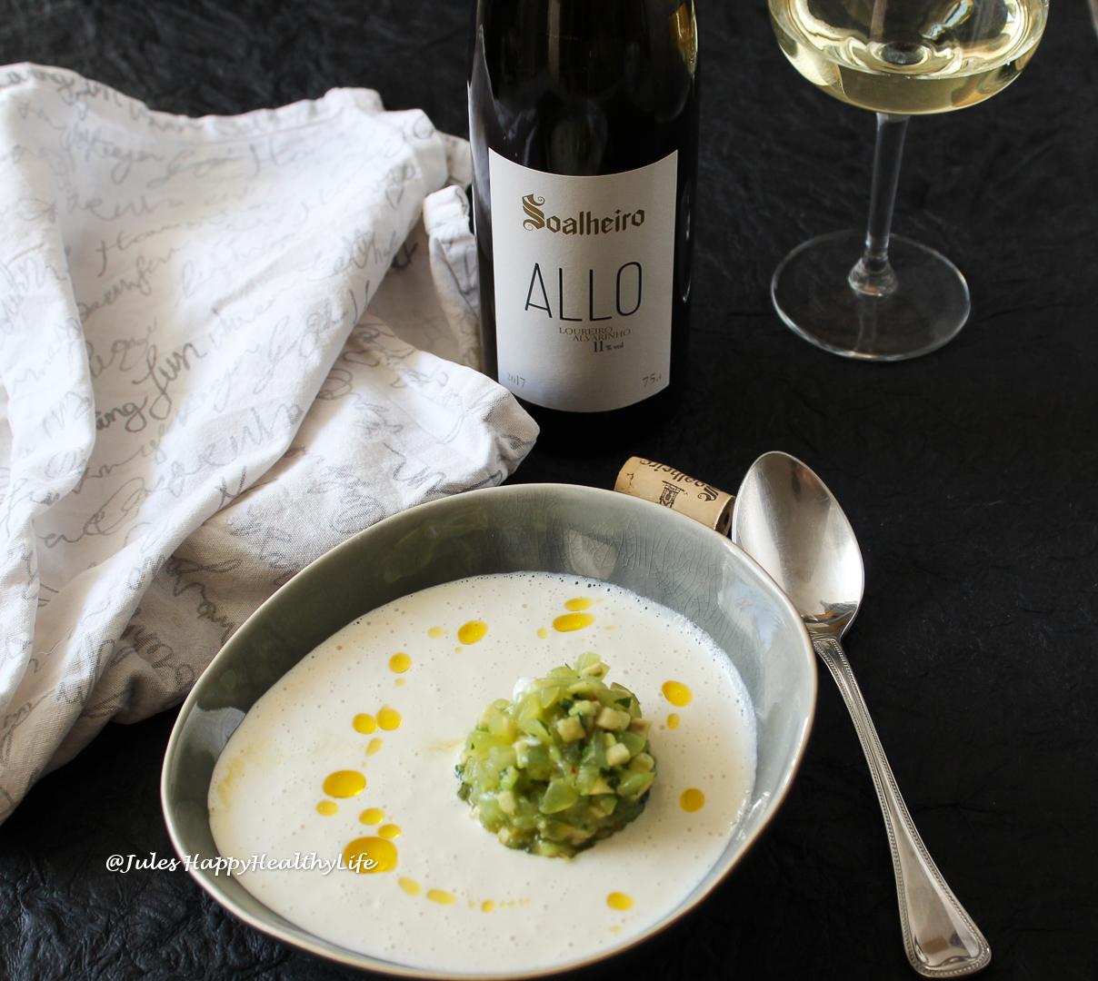 Alvarinho and Loureiro harmonize in this Vinho Verde.