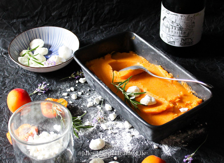 Aprikosen Rosmarin Sorbet schmeckt auch ohne Ziegenkäse Meringue