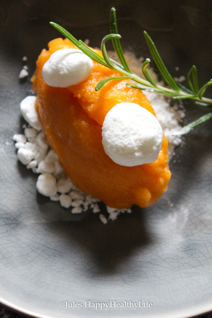 Recipe for Apricots Rosemary Meringue with Goat Cheese Meringue