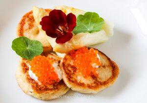 Recipe for cauliflower Blinis with Salmon Caviar and 2017 Rheingau Riesling from Weingut Hamm