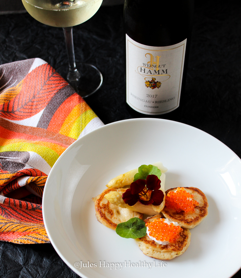 Wine accompaniment to the cauliflower Blinis with salmon caviar is the 2017 Rheingau Riesling feinherb from Weingut Hamm