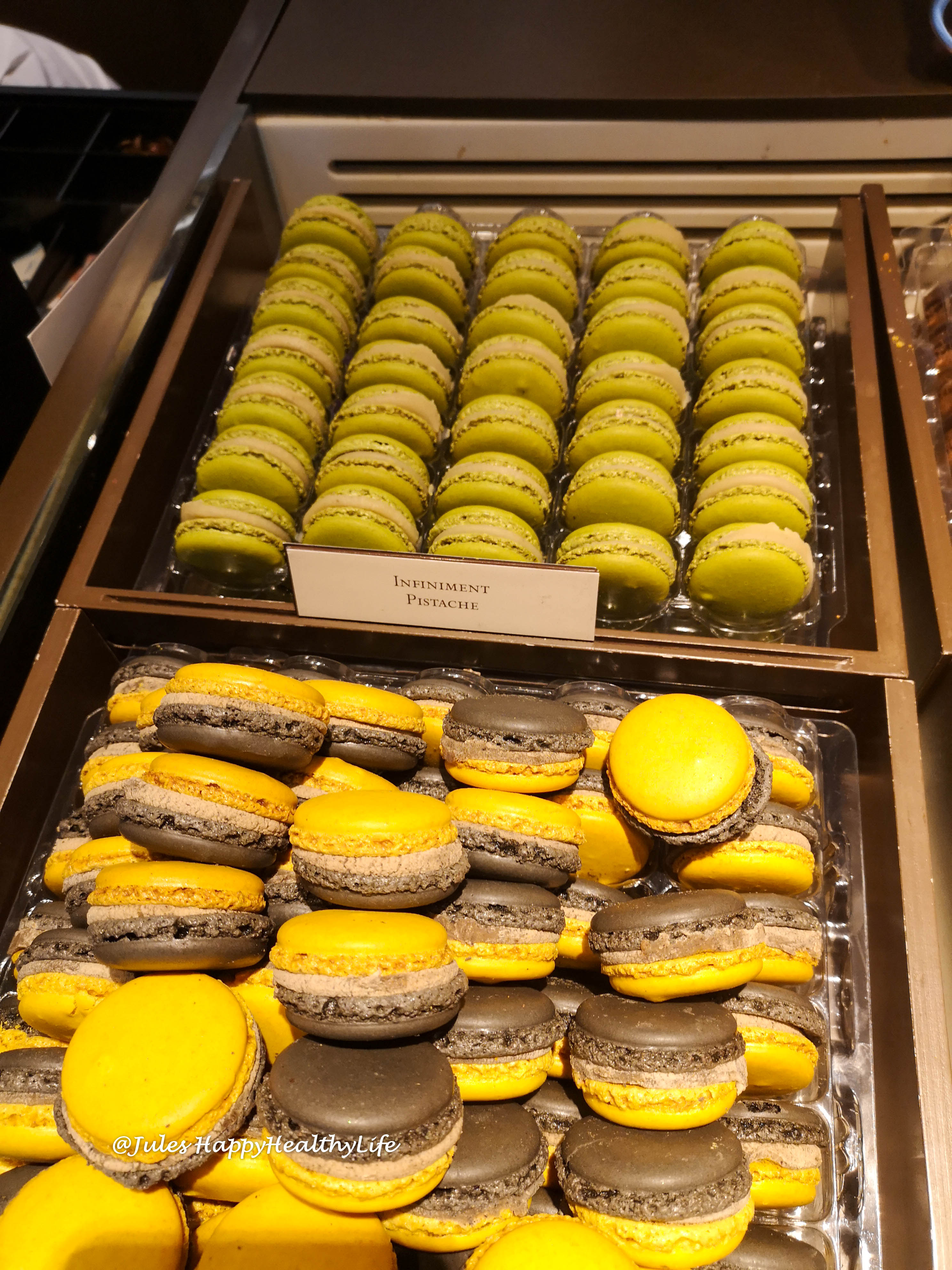 Große Macaronauswahl bei Pierre Hermé