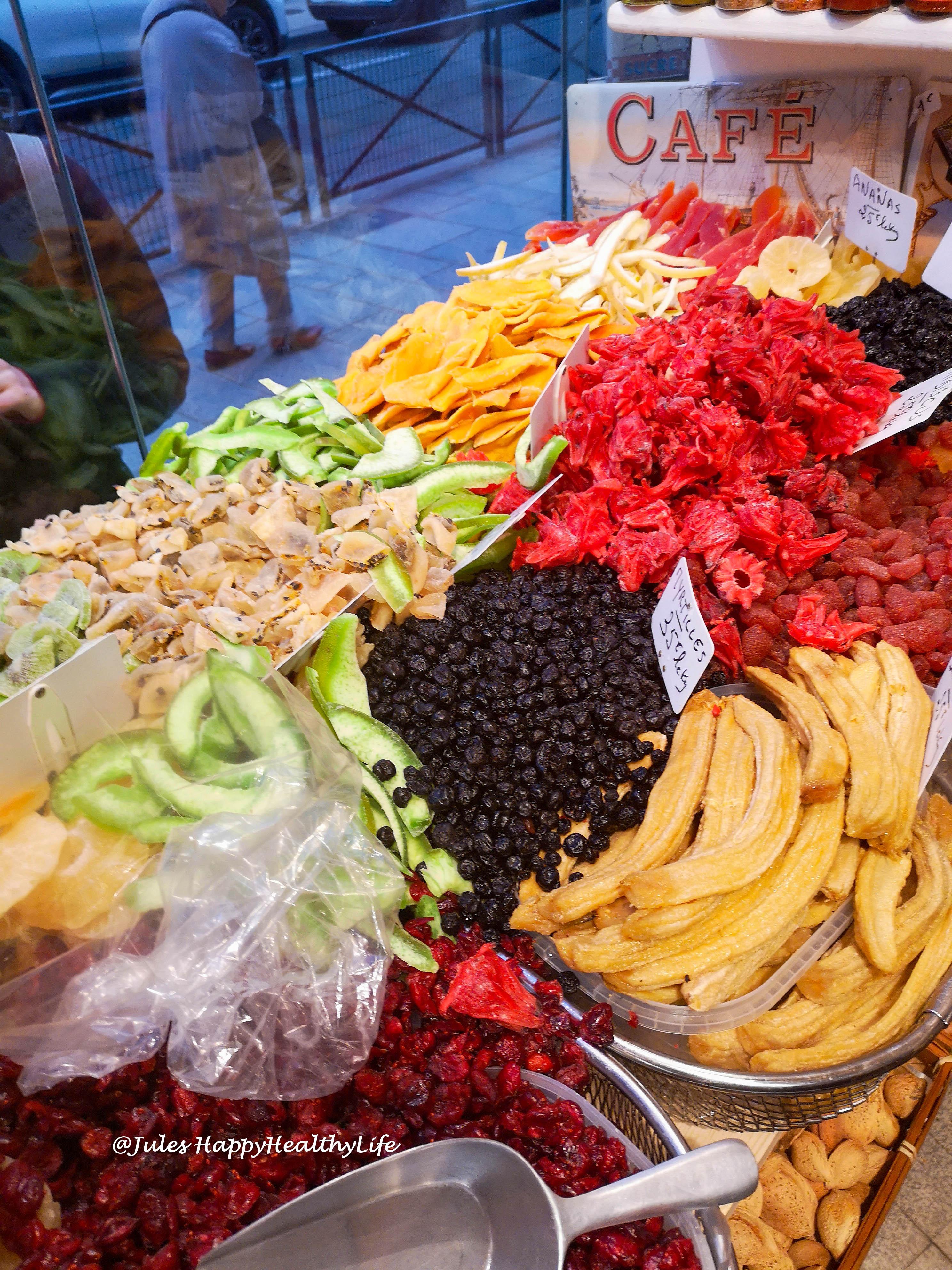 Lebensmittelgeschäft mit Gewürzen und Obst in Paris