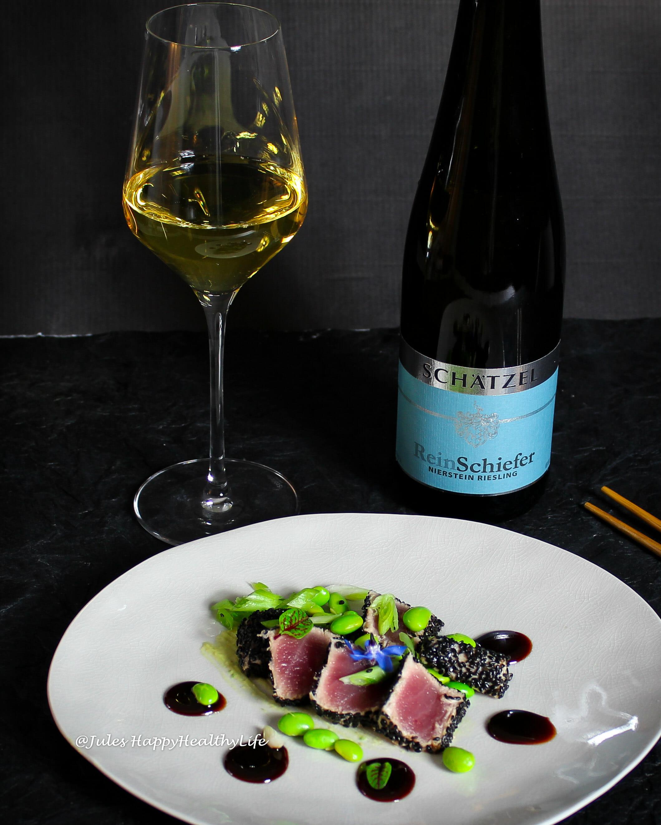ReinSchiefer Nierstein 2013 vom Weingut Schätzel ist die perfekte Weinbegleitung zum Tuna Tataki mit Ingwer Soja Reduktion.