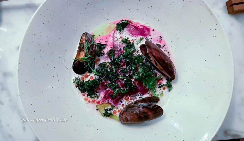 Zwischengang im haebel mit Rote Bete, Muschel und Kaviar