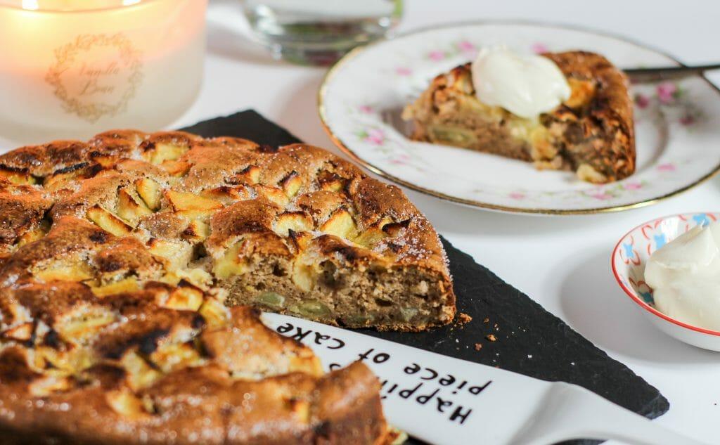 Apfelkuchen mit Kastanienmehl und Creme Fraiche