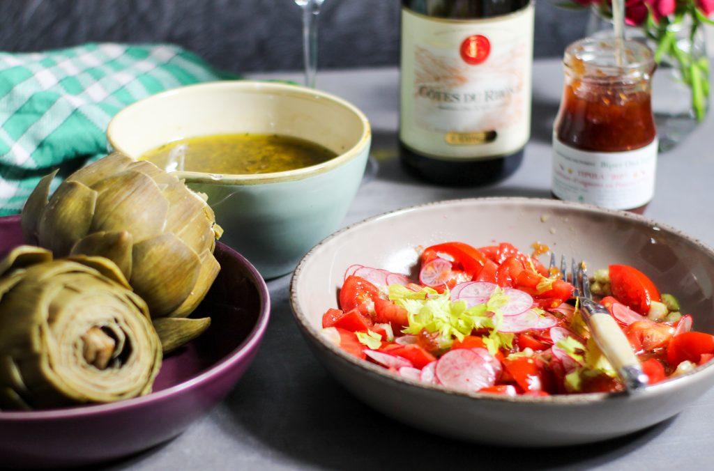 Leckere Artisckoken mit Steinpilz Vinaigrette und Tomatensalat mit Sellerie