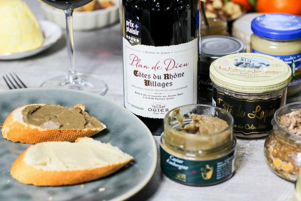 Auberginenkaviar und Artischockencréme auf geröstetem Weißbrot