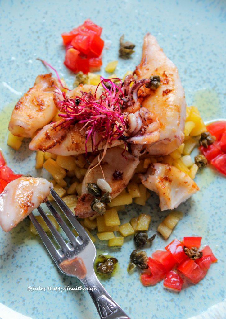 Calamari mit Pastinaken, Tomaten und Kapern